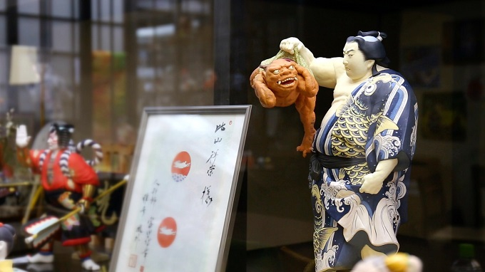 FFJ 勇ましい力士の博多人形